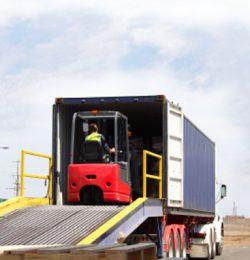 Tiêu chí lựa chọn xe nâng hàng chui container