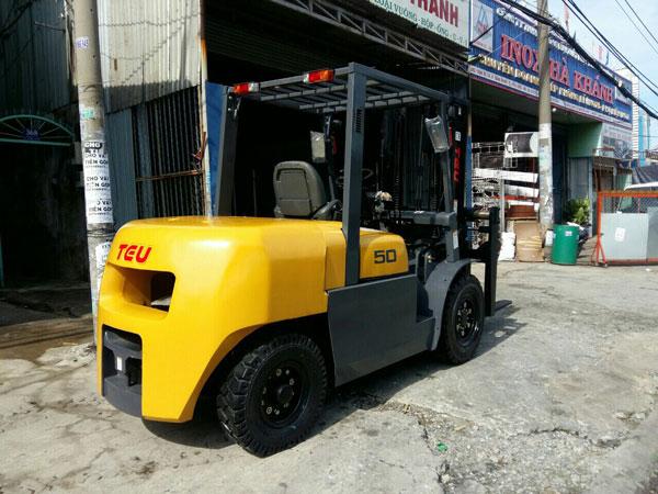xe-nang-5-tan-chui-container