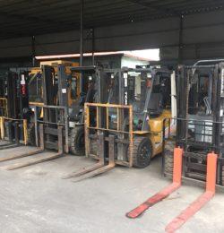 Mua xe nâng hàng cũ nhập khẩu nguyên bản khui container